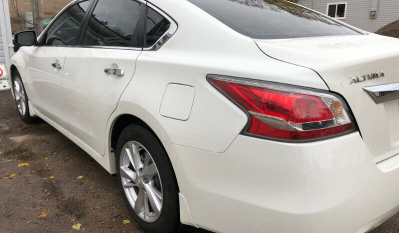 2014 Nissan Altima/Navigation/Leather heated Seats/Certified full